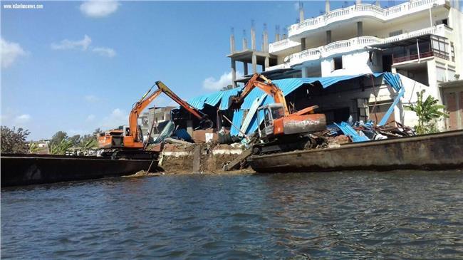 إزالة تعديات في نهر النيل