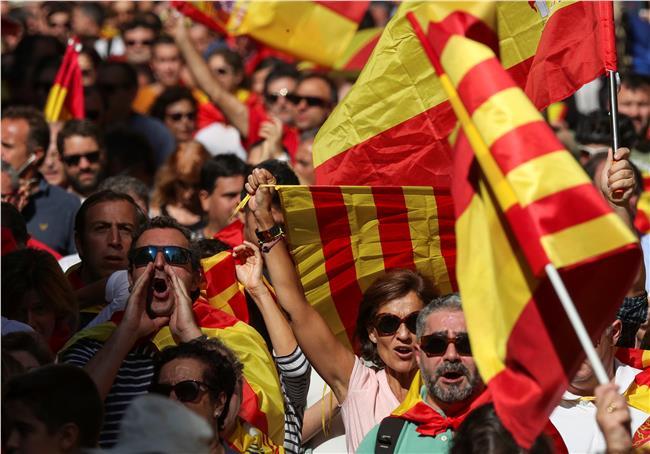 مسيرة ببرشلونة لدعم الوحدة