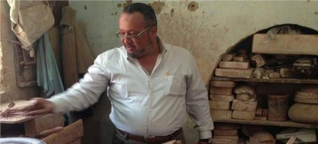 مسعد عمران رئيس غرفة الحرف اليدوية