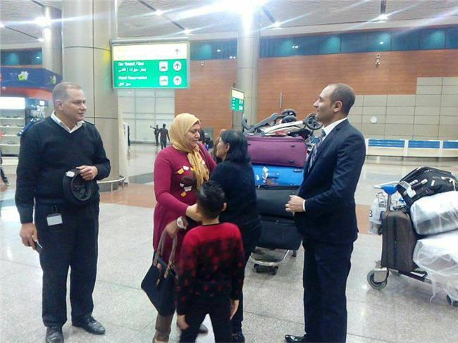 بعد 30 عاما من الغياب.. وزارة الهجرة تنجح في إعادة أم مصرية إلى عائلتها