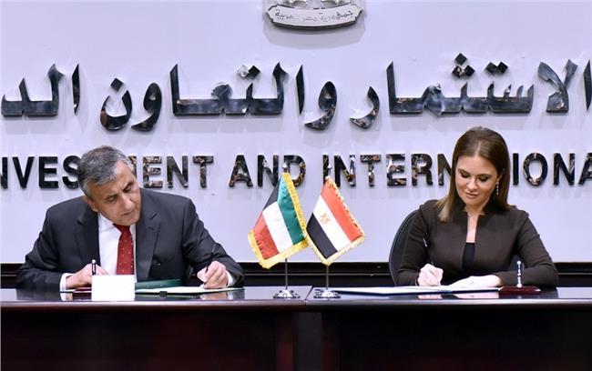 جانب من توقيع الاتفاقيات
