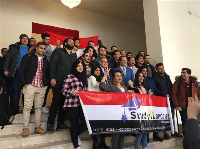 احتفالات المصريين بالانتخابات الرئاسية أمام السفارة بموسكو