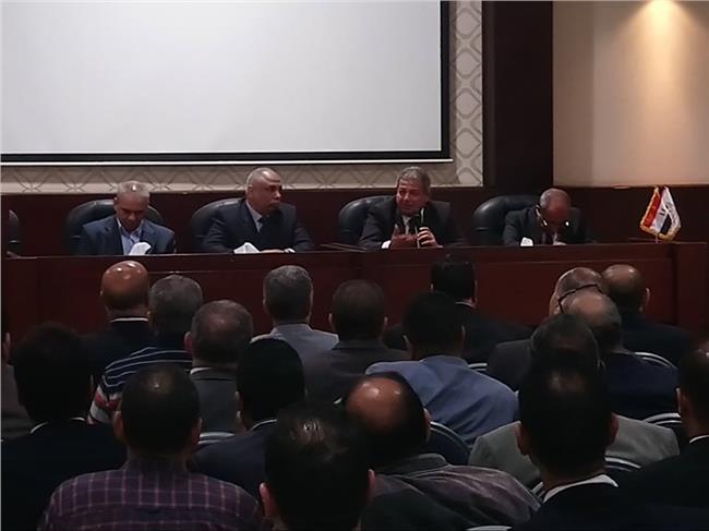 وزير الرياضة يناقش مقترح لائحة النظام الأساسي لمراكز الشباب مع مديري المديريات