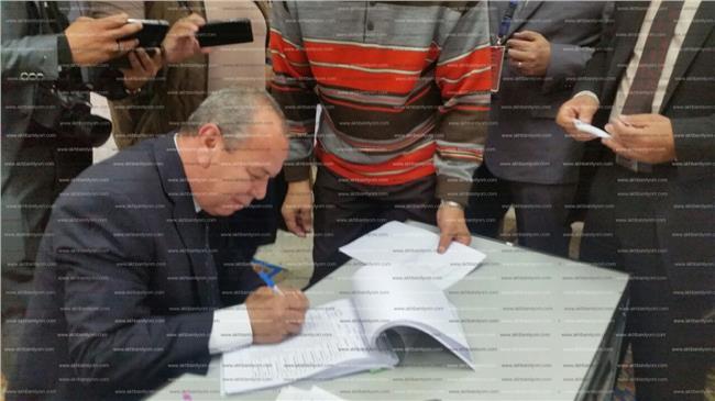 محافظ دمياط يتابع الانتخابات بغرفة العمليات