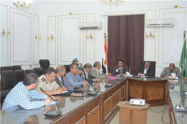 عقب إلغاء 3 خطوط قطاراتمحافظ المنيا يبحث مع النواب توفير بدائل لنقل لطلاب والموظفين