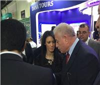 وزيرة السياحة مع اللواء خالد فودة خلال مشاركتهما في ملتقى دبي للسياحة