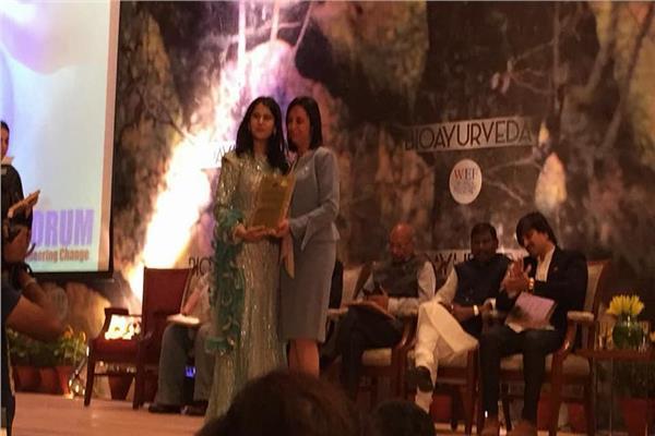 مايا مرسي تحصل على جائزة امرأة العقد في التمكين والحياة العامة