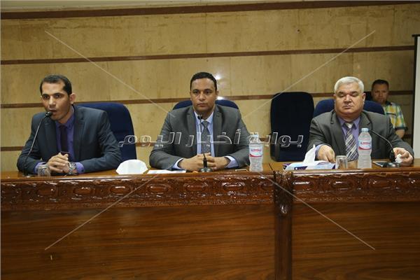 محافظة المنوفية تناقش إجراءات توصيل كابلات الفايبر للمدارس