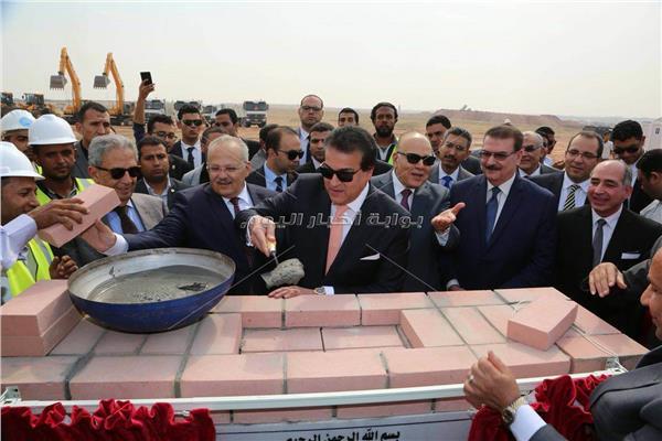 «عبد الغفار» يضع حجر أساس الفرع الدولي لجامعة القاهرة بـ6 أكتوبر
