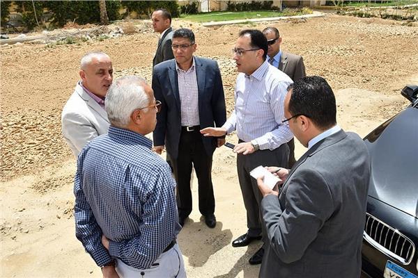 استعدادًا لمواجهة الأمطار.. وزير الإسكان يتفقد القاهرة الجديدة