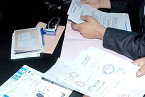 ضبط موظفين سابقين بمحافظة القاهرة بتهمة النصب على 40 شخصًا