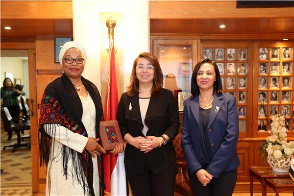 مايا مرسي ووزيرة المراة ببوركينا تزور وزارة التضامن