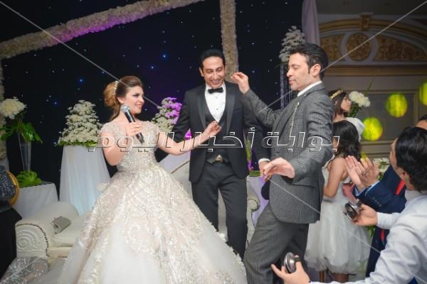 سعد الصغير يرقص مع العروسين