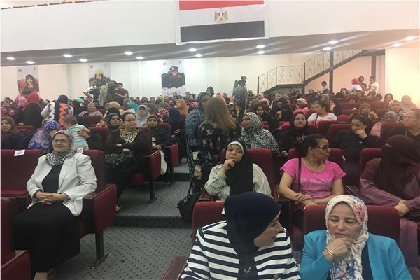 وكيل أول وزارة الأوقاف يوجه التحية لمايا مرسى لجهودها فى خدمة المرأة