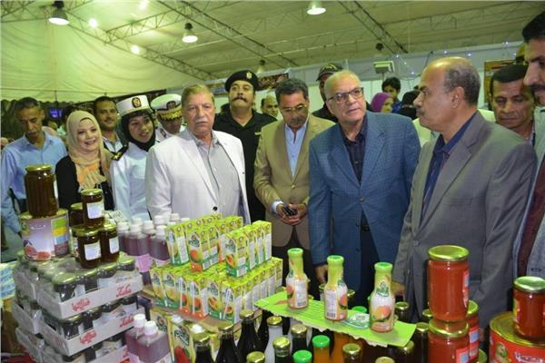 محافظ الإسماعيلية ومدير الأمن يفتتحان معرض «أهلا رمضان»