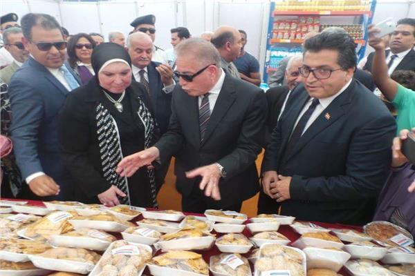 محافظ جنوب سيناء يتفقد معرض أهلا رمضان