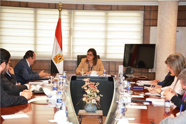 وزيرة التخطيط تلتقي ممثلي جامعة النيل