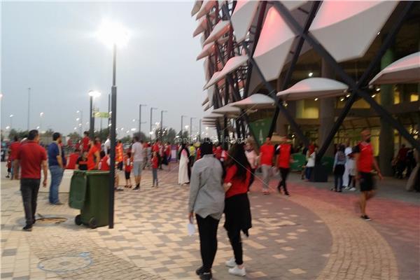 الجماهير خارج ملعب المباراة