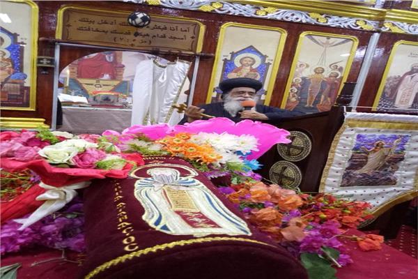 أسقف مطاي يصلي قداس عيد القديس أثناسيوس