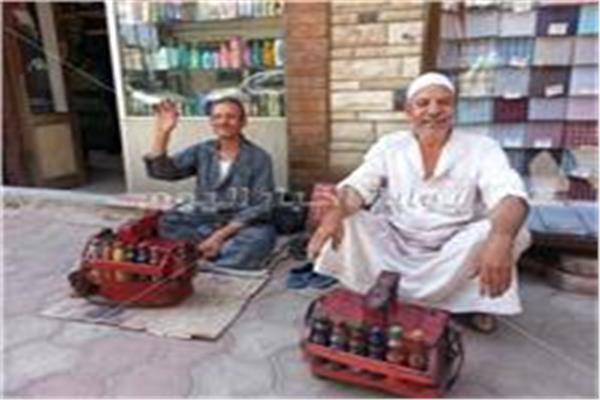 صور| حكايات أصحاب المهن الشاقة تحت لهيب الشمس فى نهار رمضان