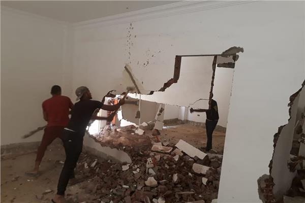 تواصل حملات إزالة مخالفات البناء بحي النرجس في التجمع الخامس