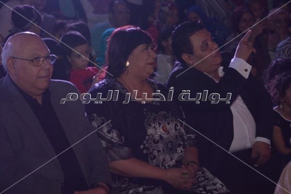 إيناس عبد الدايم وخالد جلال يشاهدن عرض «الليلة الكبيرة»