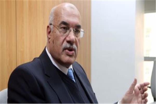 الدكتور أحمد مصطفى رئيس القابضة للغزل والنسيج