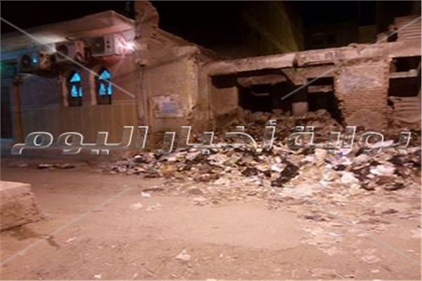 رائحة القمامة تسرق خشوع المصليين في الزقازيق