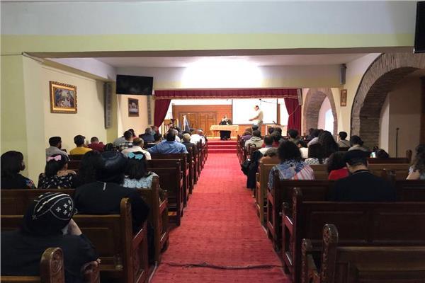الأنبا رافائيل يلتقي بطلبة الإكليريكية وإعداد الخدام بالنمسا