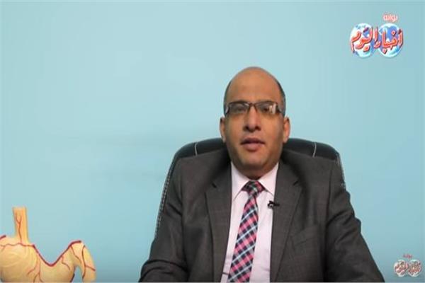 د. أحمد عبد العليم أستاذ أمراض الكبد والجهاز الهضمي بكلية الطب جامعة الأزهر
