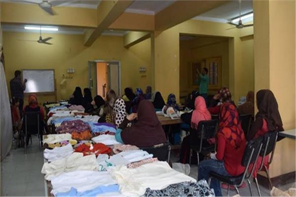 تدريب 25 سيدة ضمن برنامج «المنتسوري» لمحو الأمية بالأقصر