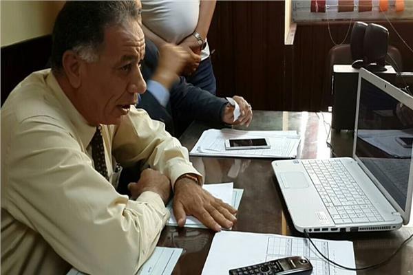 وكيل وزارة التربية والتعليم يتابع سير الامتحان من داخل غرفة العمليات