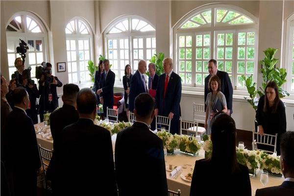 طاولة غذاء الرئيس الأمريكي دونالد ترمب والزعيم الكوري الشمالي كيم جونج أون في سنغافورة