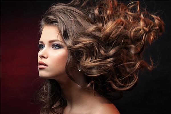 للمقبلات على الزواج.. 4 نصائح قبل صبغ الشعر
