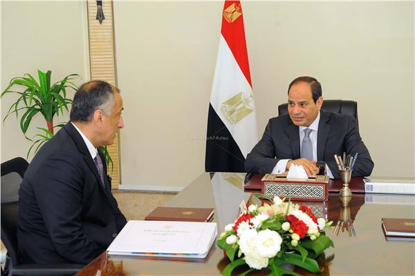 الرئيس عبد الفتاح السيسي ومحافظ البنك المركزي طارق عامر