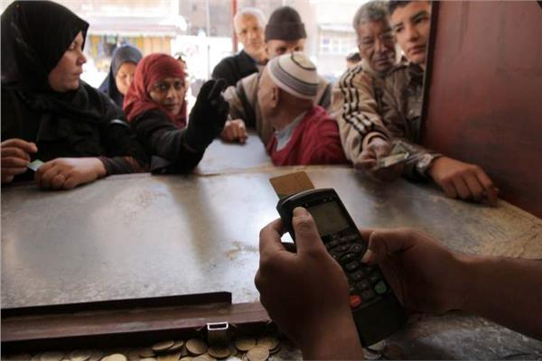 «الوزراء» يوضح حقيقة تقليص عدد المستفيدين من البطاقات التموينية