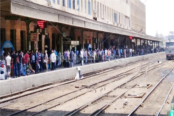 تكدس الركاب على محطات القطارات - تصوير أحمد الشيمي