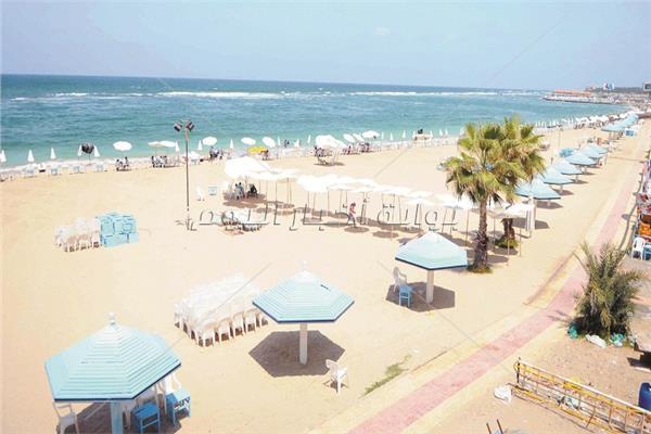 الشواطئ استعدت لاستقبال المصطافين - تصوير عصام صبري