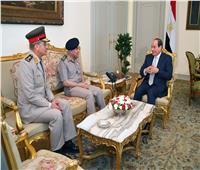 «السيسي» يستقبل صدقي صبحي في حضور وزير الدفاع الجديد