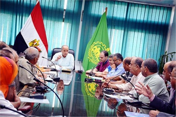 محافظ القليوبية يعقد إجتماع للرد على تساؤلات ملاك أرض جمعية النصر بالخانكة