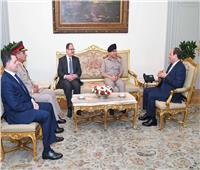 الرئيس السيسي خلال اجتماعه بوزراء الدفاع والداخلية الجديدين والسابقين