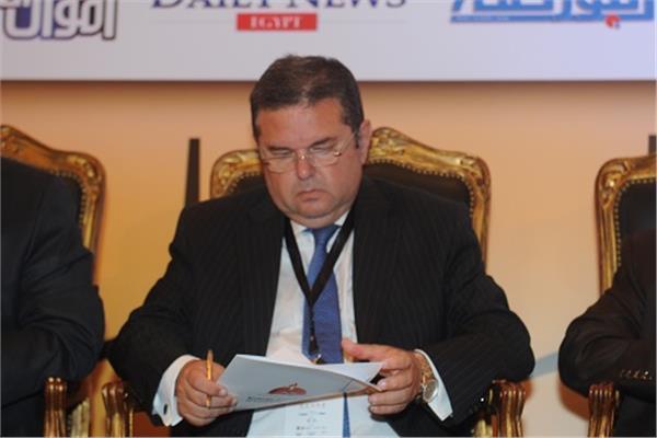هشام توفيق وزير قطاع الاعمال الجديد