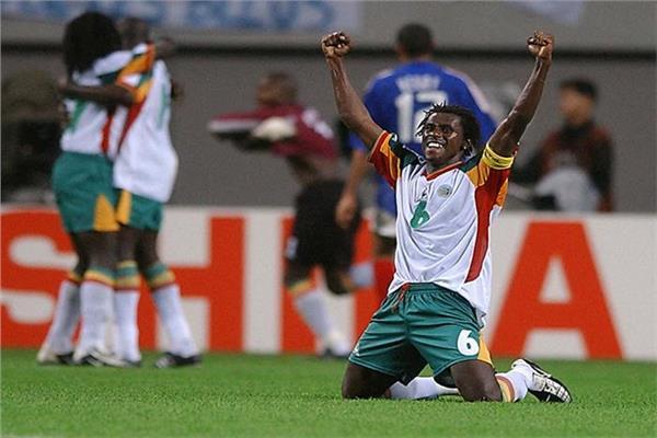 فرحة لاعبي السنغال بالفوز على فرنسا