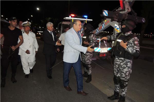 مدير أمن السويس يتفقد عناصر فرق الأمن