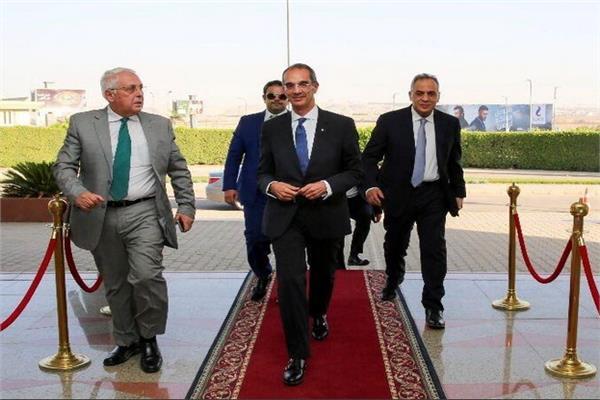 وزير الاتصالات عمرو طلعت