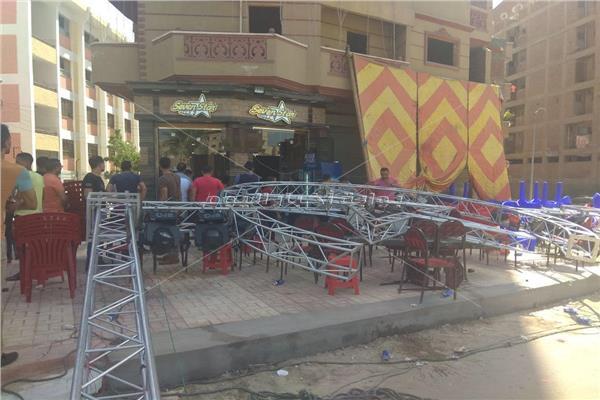 صور| إصابة ٤ مواطنين إثر سقوط سقف مقهى عليهم بدمنهور