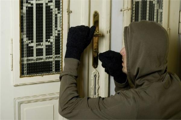 ضبط عاطل عقب سرقته شقة موظف بحلوان
