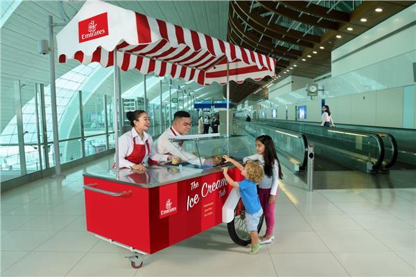 «آيس كريم» من طيران الإمارات لركابها في مطار دبي