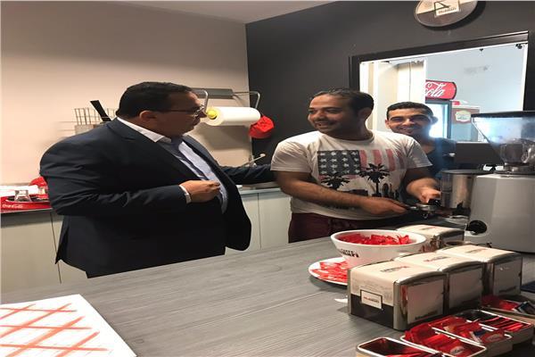 مكتب التمثيل العمالى بايطاليا يزور العمال المصرية