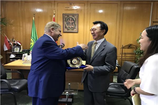 السفير الكورى والمحافظ